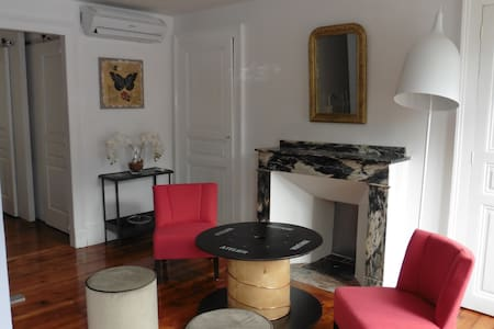 BEL APPARTEMENT CLIMATISE - WIFI  LUCHON CENTRE