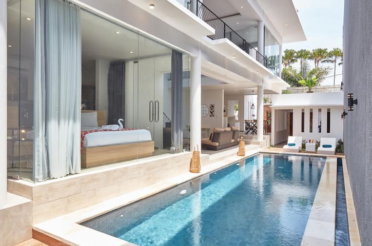 A big pool connecting to the master bedroom, living room & kitchen, here you can enjoy the sunshine at the pool during the day as well ...