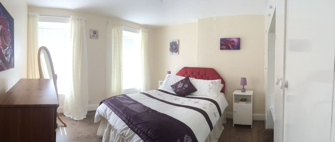 Moville Townhouse Self Catering Accommodation.