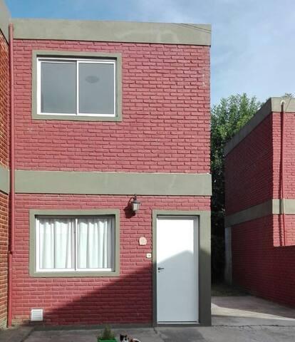 Duplex con quincho y pileta en condominio
