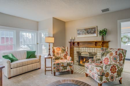 5BR★Monument Historic Charm★Minutes To Hiking