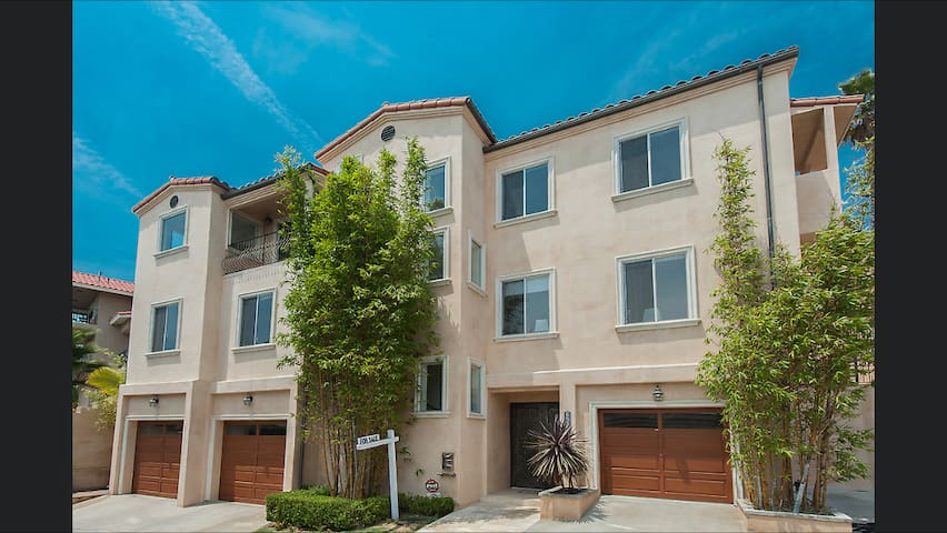Hollywood Hills Villa Rooms with City Views - Los Angeles - Villa