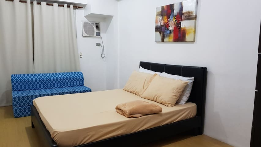 T1 1102 3 bedrooms Condotel near BGC, Lukes,