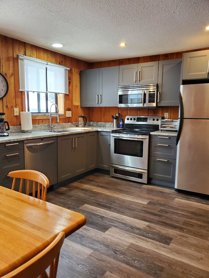 Charming townhouse minutes from Mt. Snow