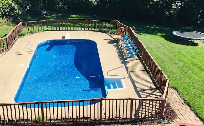 Private 1-Bedroom Suite w/ Heated Pool thru Oct