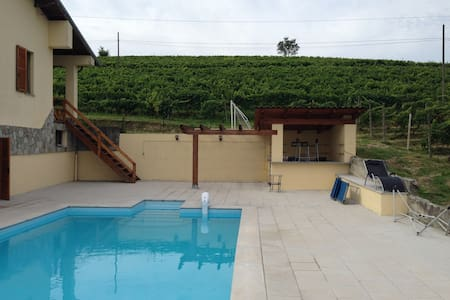 Villa with Pool, Bar Wifi sleeps 12 - Alice Bel Colle - Ev