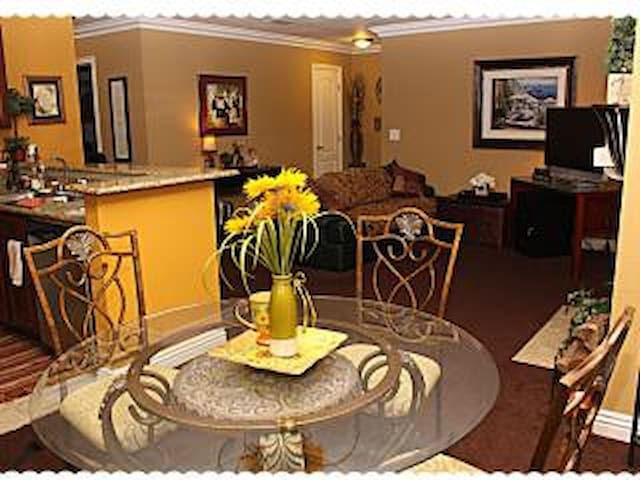 Quaint 2 bedroom condo Just Minutes from The Strip