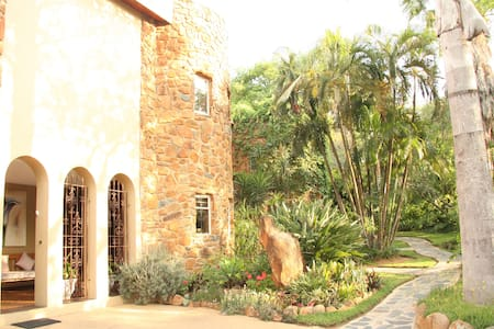 Tumblestone Manor Guest House - Nelspruit