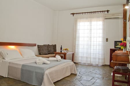 Double Studio with breakfast - La Canea