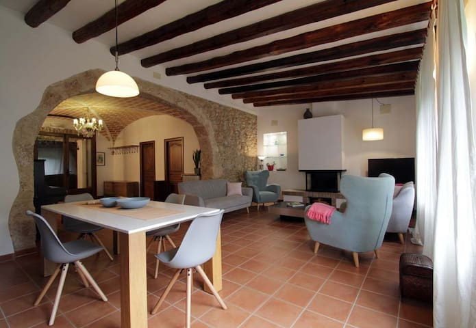 Airbnb Les Escaules Vacation Rentals Places To Stay