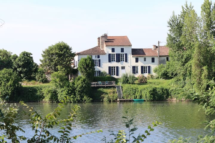 Les Pêcheurs luxury riverside gîte - Clairac