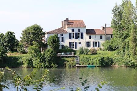 Les Pêcheurs luxury riverside gîte - Clairac - วิลล่า