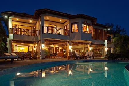 Makana | 6 Bedrooms | Beachfront - Discovery Bay