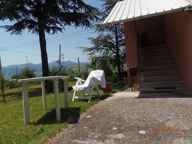 Villa with garden and party room - Cupramontana - House