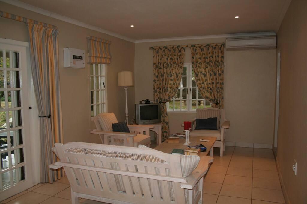 Cottage 4 - Lounge area