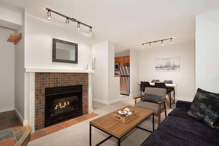 Private + Cozy corner unit. Professionally Managed + Cleaned