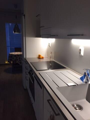 Koko huoneisto, uudessa talossa