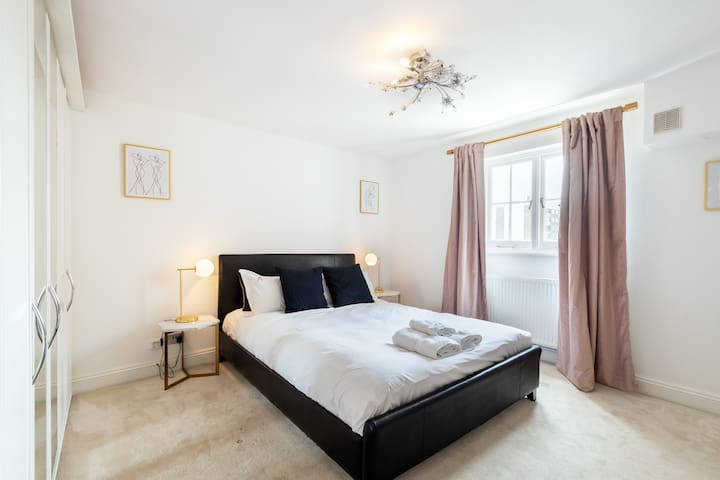 Beautiful 3 BDR Luxe Apartment in Paddington