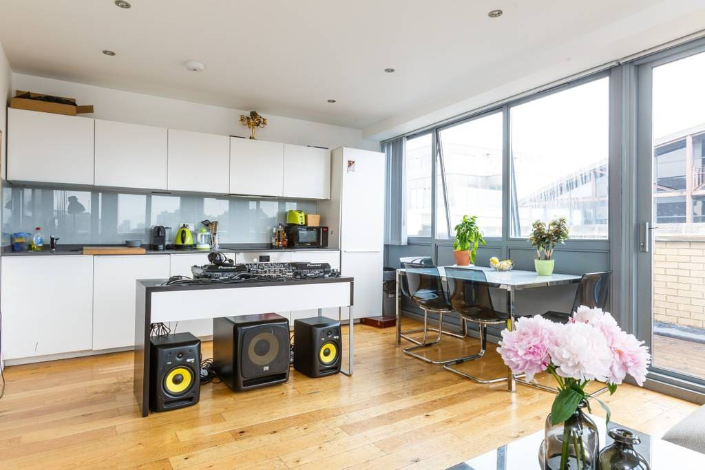 Fully kitted Kitchen