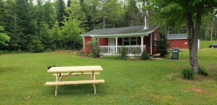 Rustic Private 2 BR Cottage  w/ Immaculate Grounds
