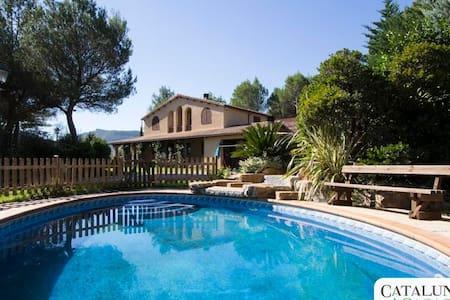 Incredible Villa Vacarisses for 11 near Barcelona! - Vacarisses - Dům