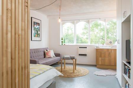 funky studio trendy acland street st kilda beach - Saint Kilda - Apartment