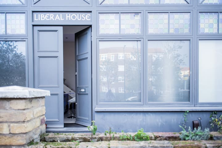 Liberal House - Loft Unit for Business Travelers