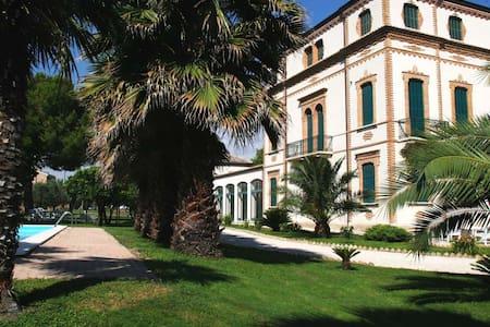 Suite Rosa a Villa Montanari Rosati - Porto San Giorgio