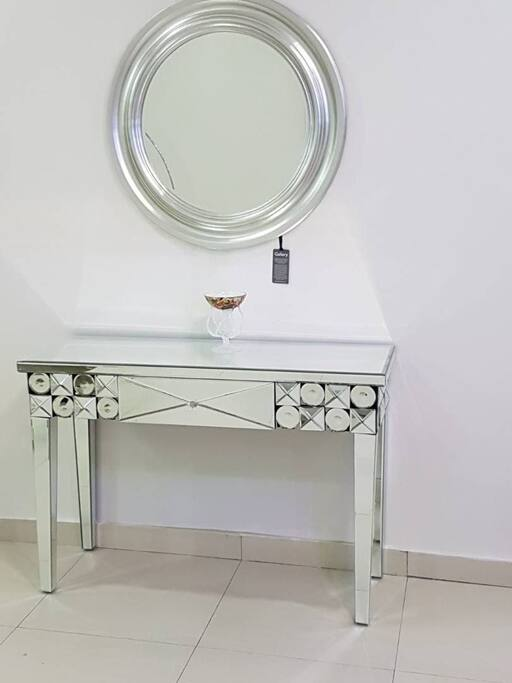 Exquiste console table and mirror as space divider