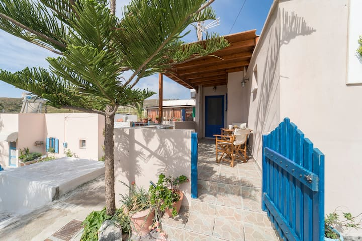 Cosy Little House in Akrotiri