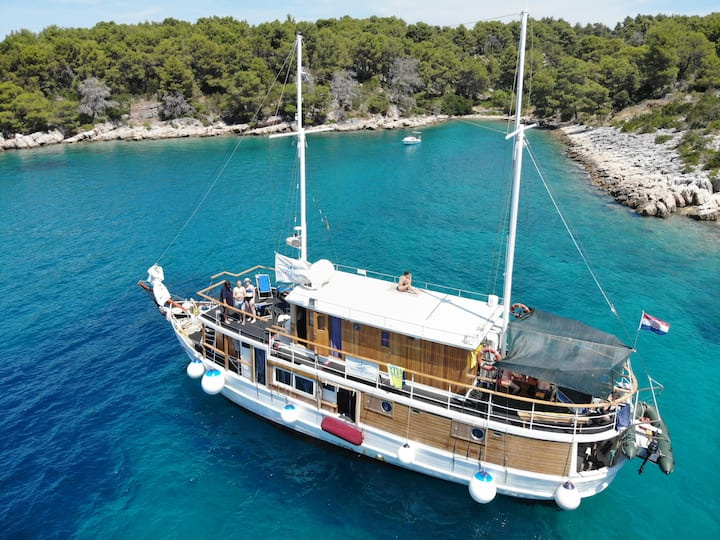 North Adriatic Charter Cruise on MS Stoncica