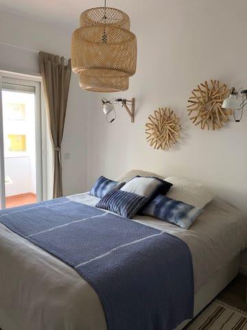 quarto 2 piso 1 / room 2 middle floor