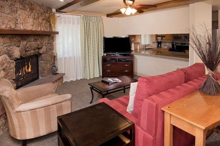 Avon luxury stay at Falcon Point! (1 BR)