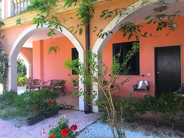 Rent apartment for 6 people 50 meters from the sea
