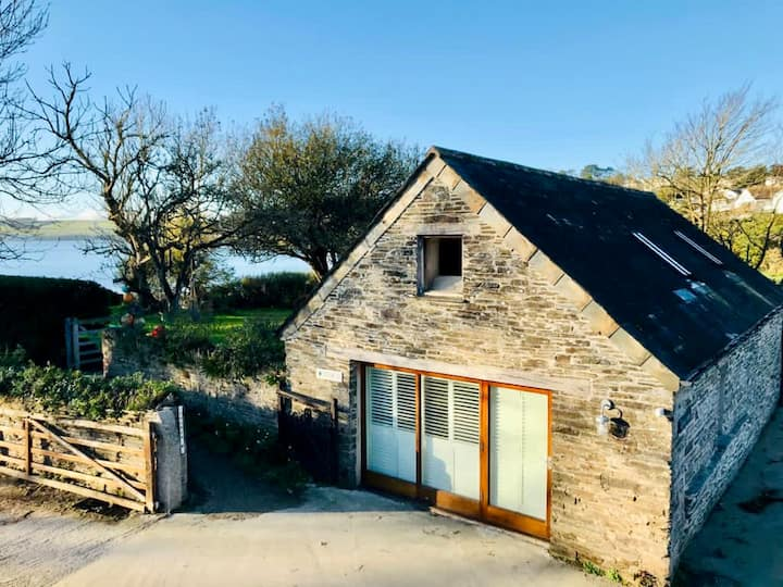 Idyllic retreat just metres from Porthilly beach