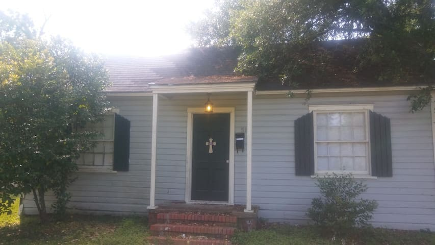 Safe, Quiet 2BR Close to Everything - Beaumont