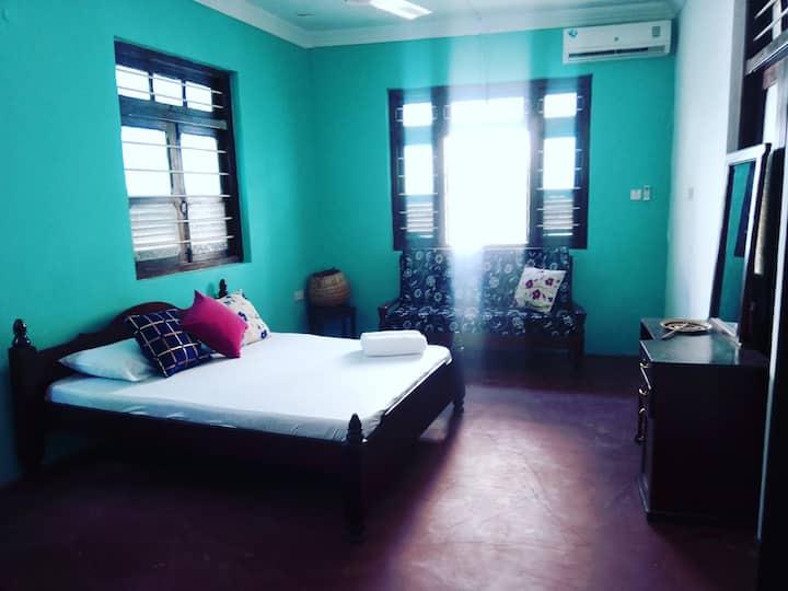 🌟Spacious Room A/C & Wifi  in Shangani🌟 Nr1