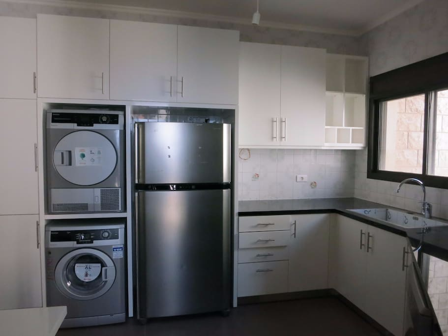 kitchen-brand new and full appliances