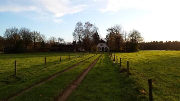 Charmante woonboerderij midden in de natuur