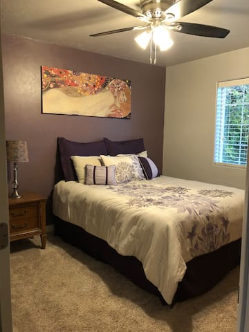 Ruby Room- close to beach and downtown