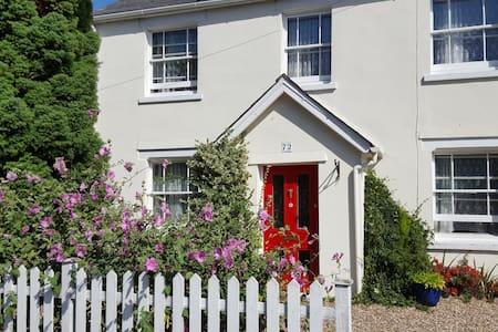 Mersea Island Victorian cottage - Light 'n' airy. - West Mersea - Rumah