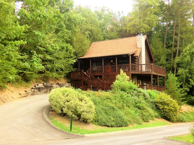 The Bearadise - just a minutes from the Parkway! - Pigeon Forge
