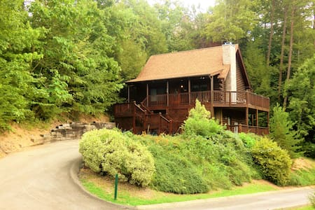The Bearadise - just a minutes from the Parkway! - Pigeon Forge - Blockhütte