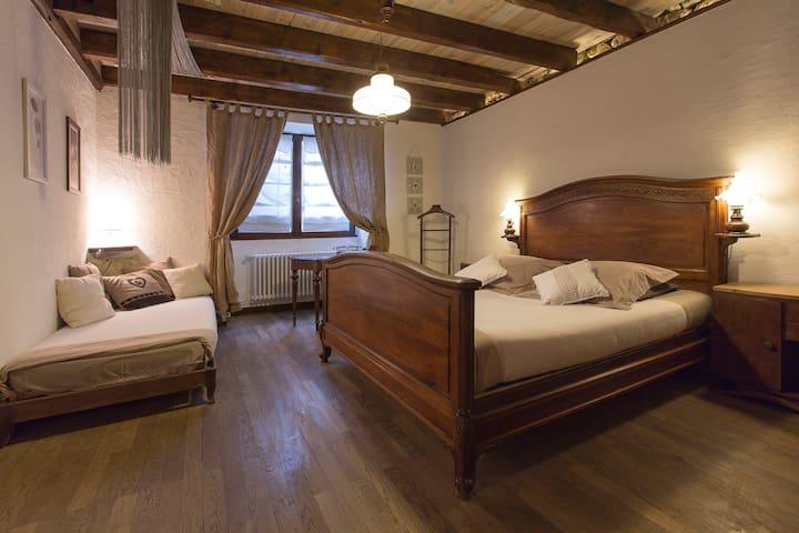 "Chambre avec salle de bain privée ""Nid Romantique"" - Péron - Aamiaismajoitus"