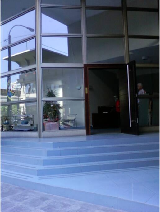 Entrada al edificio.