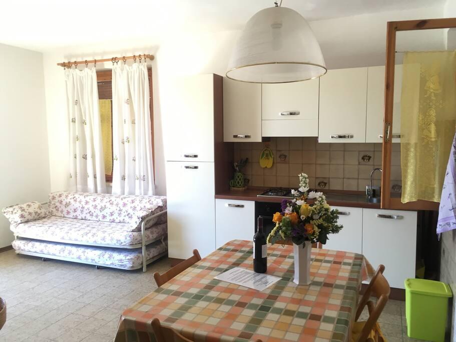 Soggiorno-Cucina/Living room-kitchen
