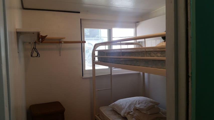 The Aloha Bunkhouse Room#2 A