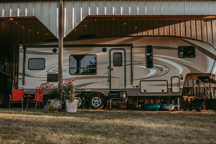 5th Wheel Camper-unique stay near Miami University