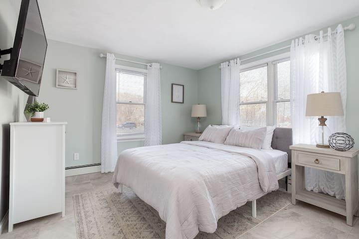 Bedroom #3, Lower level, Queen Bed