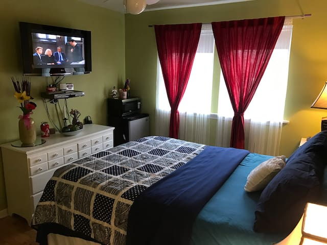 Cozy Queen Room Near O'Hare Allstate Arena Rosemnt - Franklin Park - House